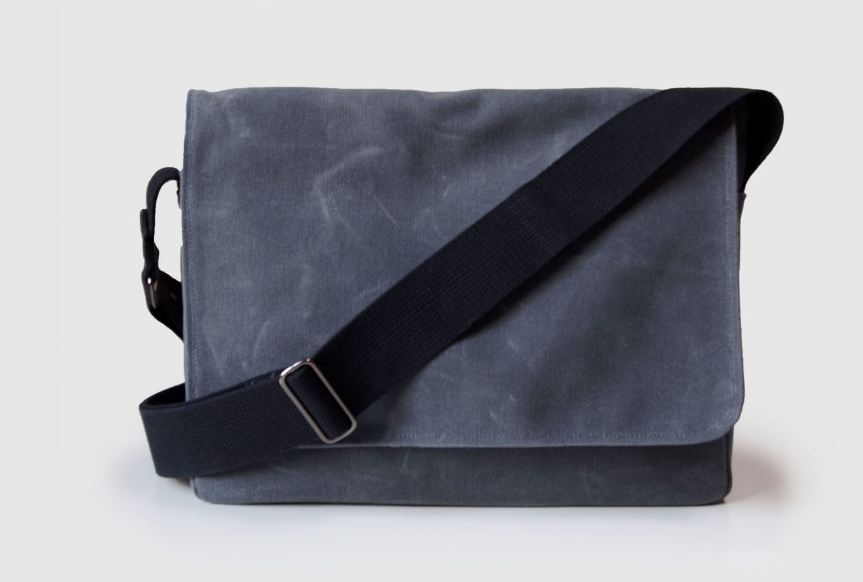 boring-bag-minimalist-waxed-canvas-messenger-bag